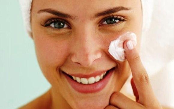 Мнения косметологов об омоложении лица ретиноевой мазью