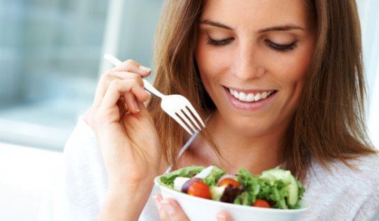 Дама с салатом