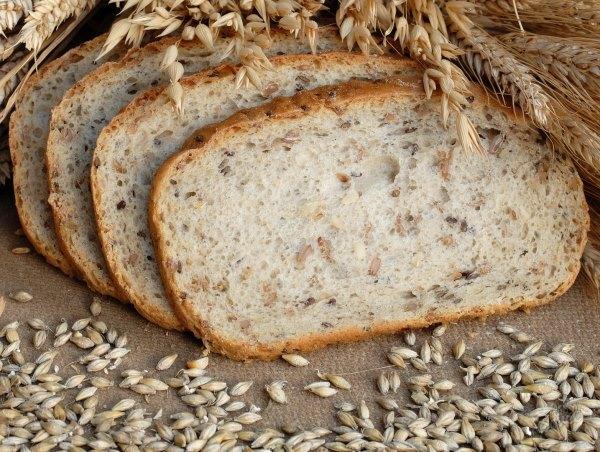 Хлеб с отрубями и отруби.