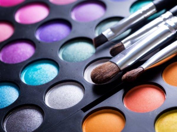 Тени и кисти для макияжа