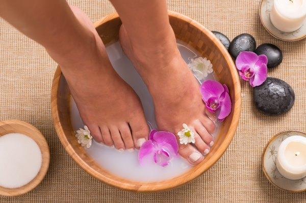Ванночка для ног с орхидеями