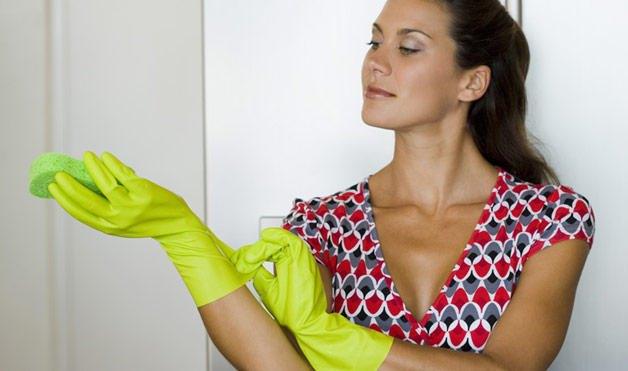 Женщина в перчатках