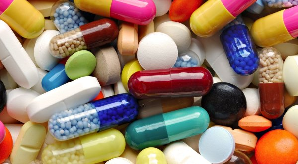 Разные витамины и таблетки.