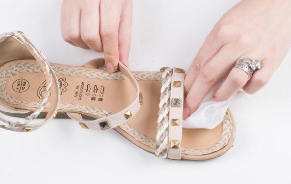 Протирание обуви