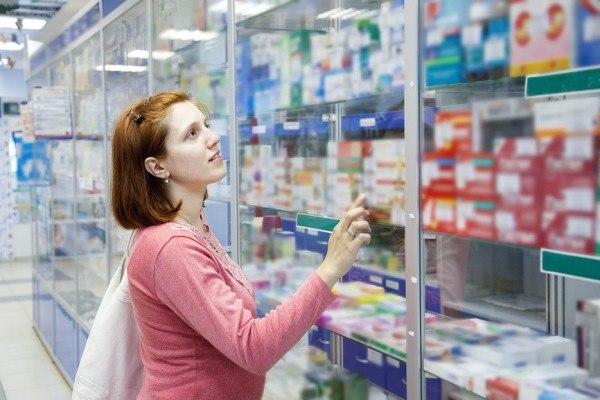 выбор средства в аптеке