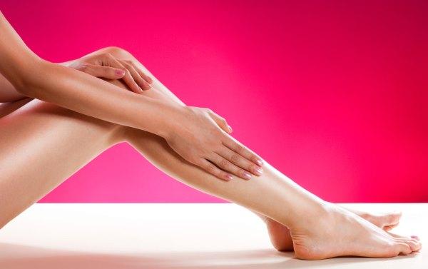 Гладкие ноги после электропиляции.