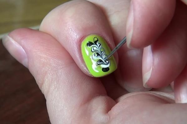 Яркие рисунки на ногтях лаком и иголкой. Мастер-класс Нейл-арта