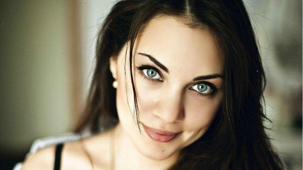 Обладательница зелёных глаз