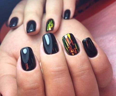 Самые удачные варианты маникюра Битое стекло на ногтях (фотографии)