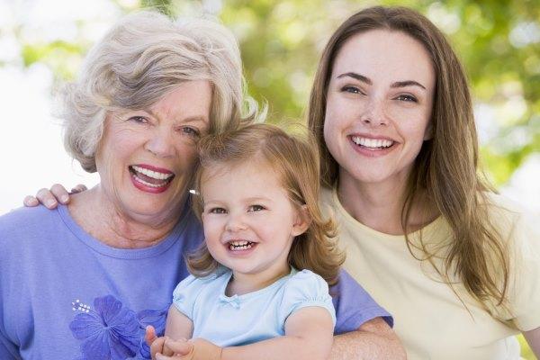 Женщины разных возрастных категорий.