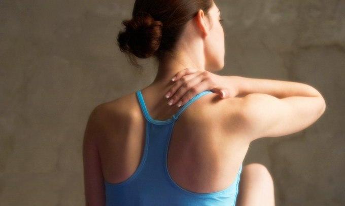 Болит шея с правой стороны спереди