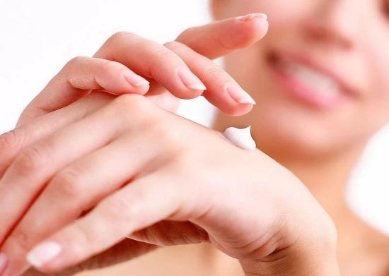 Лечение кожи на пальцах рук, если она трескается. Устранение причин