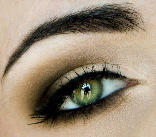 """Глаз с макияжем """"Смоки айс""""."""