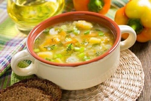 Послабляющие продукты в питании при запорах у взрослых. Как их готовить