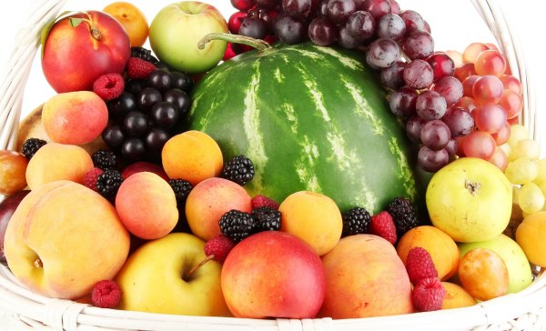 Арбуз с фруктами.