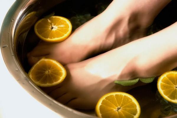 Ноготь на ноге почернел и болит