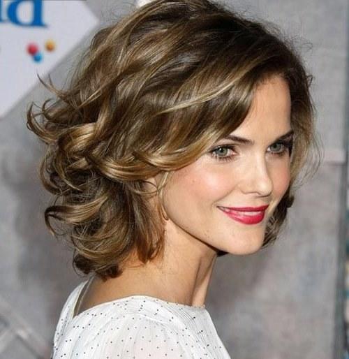 Красивая прическа на средние волосы: быстро и стильно