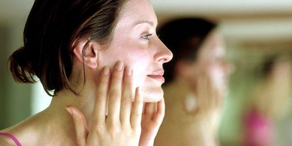 Упражнения для подтяжки кожи щек
