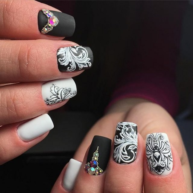 Рисунок на ногтях кисточкой