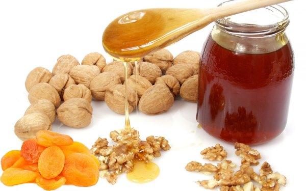 Орехи, курага и мед