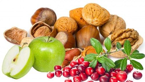 Грецкий орех, клюква и яблоки