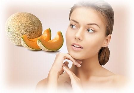 Чем полезна мякоть и сок дыни для кожи лица - маски
