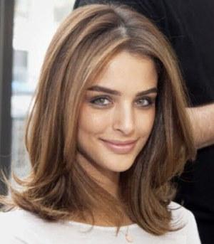 Прическа на средние волосы фото без челки