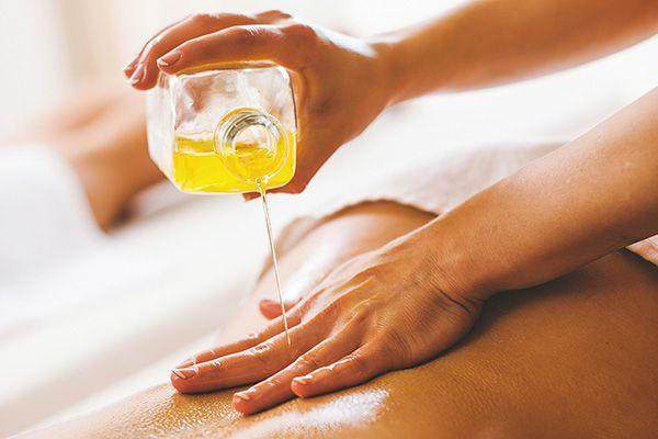 Чем лучше отмывать воск для депиляции с кожи. Все способы и средства