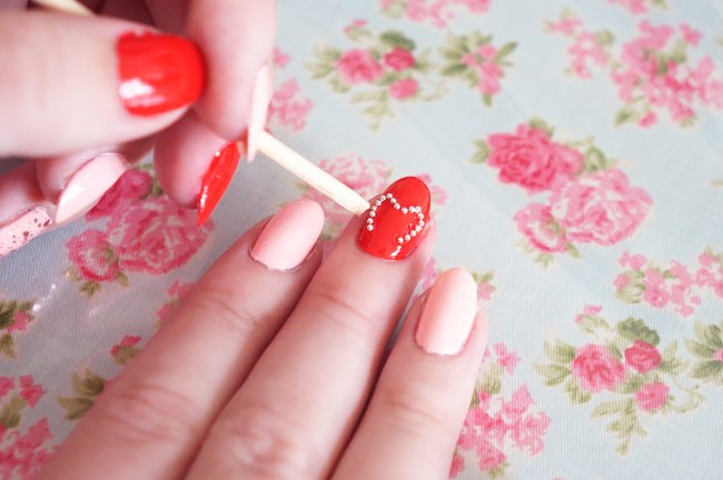 Маникюр с бульонками для ногтей. Дизайн и как использовать бульонки
