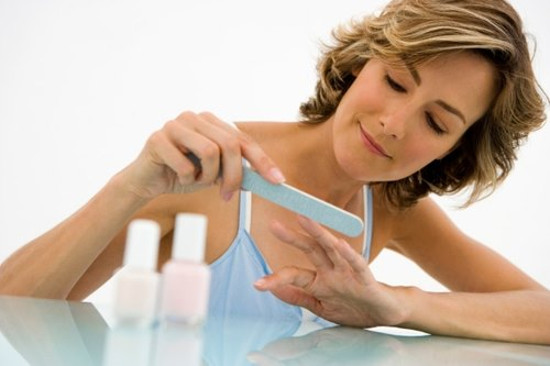 Причины волнистых ногтей на руках. Как лечить и восстанавливать ногтевую пластину. Фото