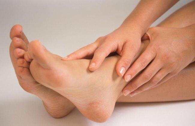 Трескается кожа на пятках. Причины и лечение сухости кожи стоп и пяток
