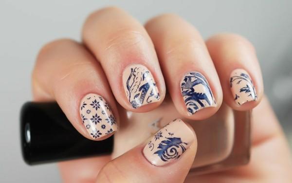 Бежевый маникюр на короткие ногти. Романтический, нежный, двухцветный, лунный