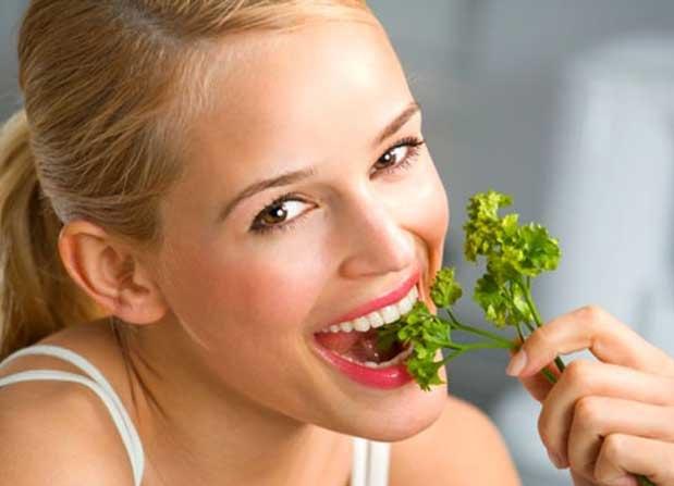 Как избавится от плохого запаха изо рта. Лекарственные препараты и народные средства