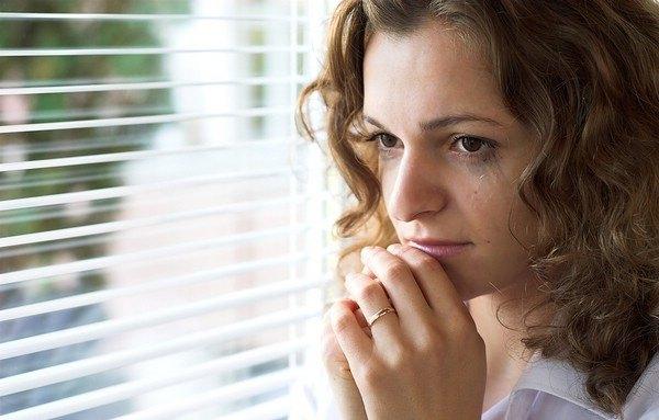 Потливость головы и лица у женщин. Причины, способы лечения, народные рецепты