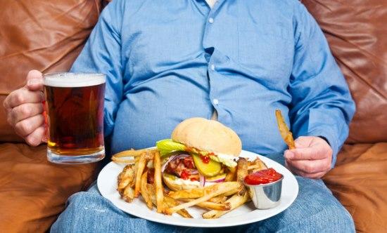 Причины тошноты после еды. Как устранять тошноту в случае болезней и переедания