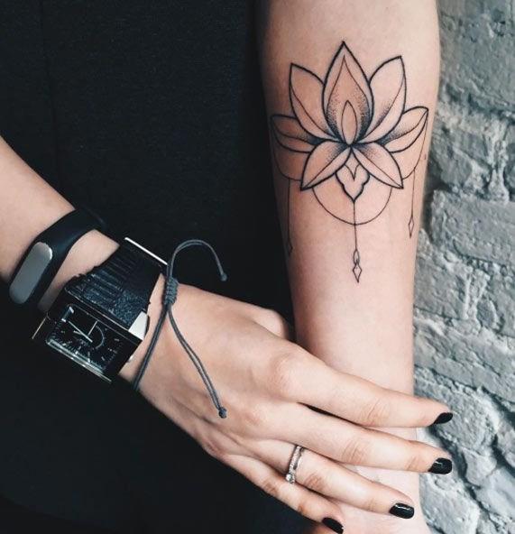 Эскизы тату для девушек на руку цветы