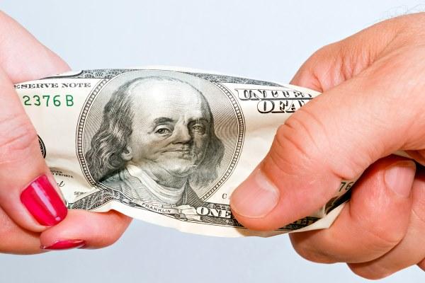 Кто должен оплачивать счет на первом свидании? Интересные точки зрения
