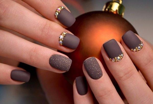 Маникюр в темных оттенках и темном стиле на короткие, средние, длинные ногти