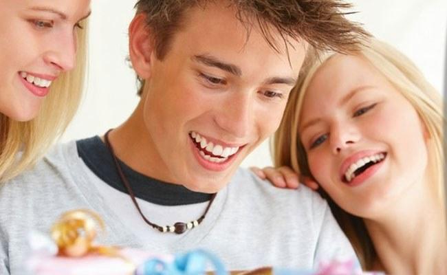 Подарок на День рождения для парня от девушки. Топ-рейтинг лучших идеи для подарка, подарок своими руками. Фото