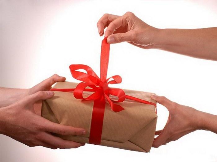Подарок на День рождения мужчине. Топ-рейтинг лучших презентов, идеи подарков своими руками с фото
