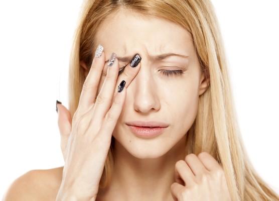 К чему чешется левый или правый глаз приметы?
