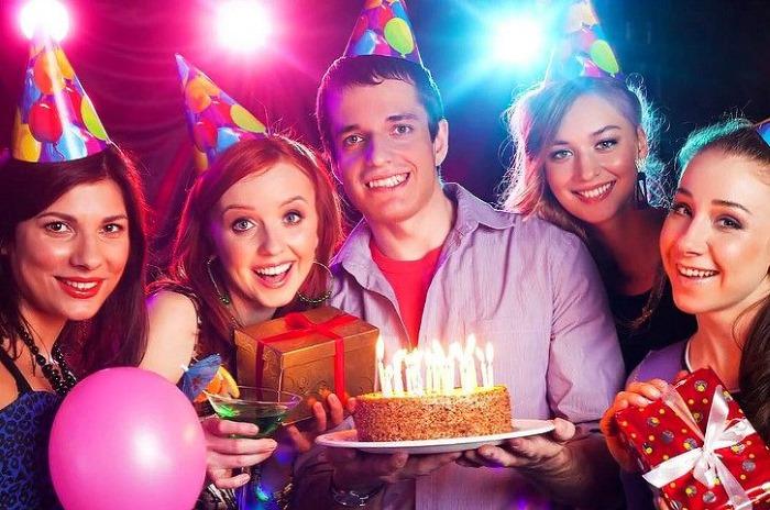 Как поздравить С Днем рождения мужчину в прозе, красиво и коротко, своими словами