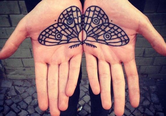бабочка на ладонях