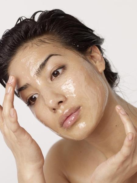 Кунжутное масло. Свойства и применение, польза для лечения кожи головы, волос, зубов, десен, суставов. Рецепты, как принимать внутрь