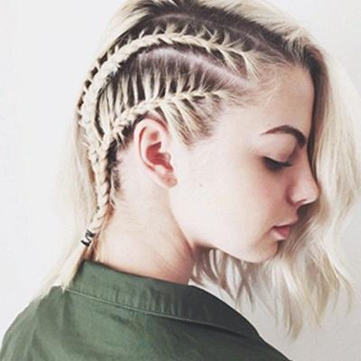 Модные и красивые прически для женщин на средние волосы. Фото