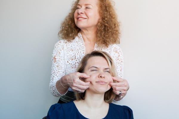 Буккальный массаж лица. Что это такое, польза, как делается самостоятельно, видео-обучение