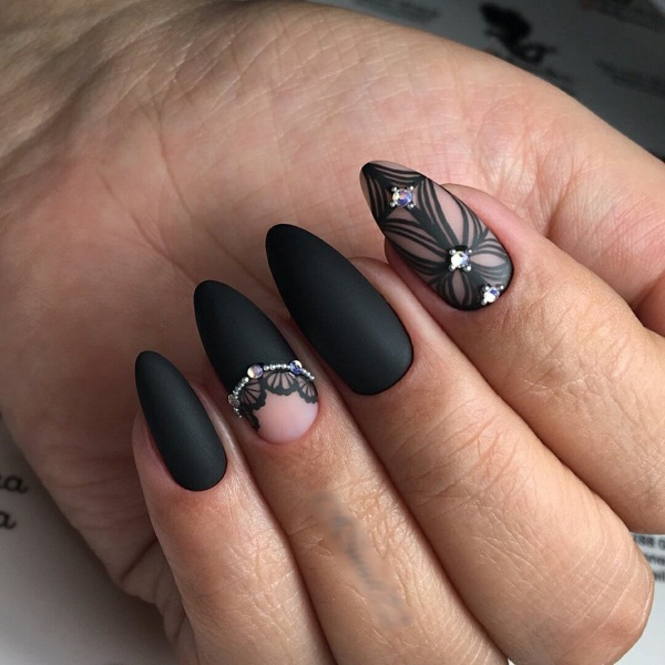 Черный маникюр на длинные ногти миндалевидной, овальной, квадратной формы, со стразами, рисунком. Дизайны
