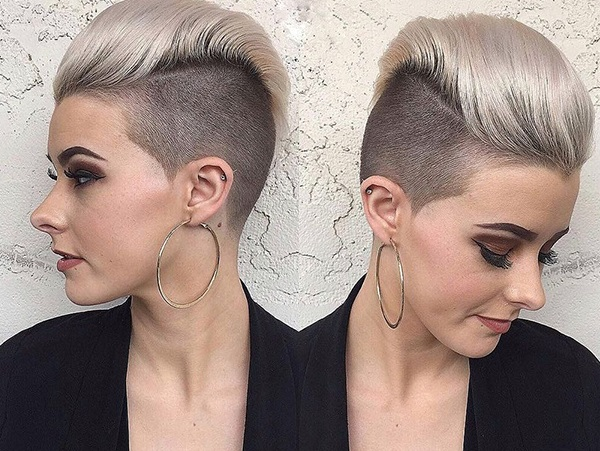 Короткие женские стрижки на густые волосы без укладки, вьющиеся. Фото