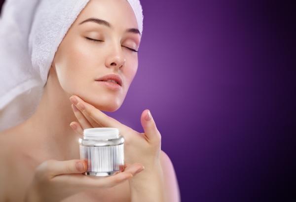 Как правильно ухаживать за лицом, увлажнять кожу после 30-40-50 лет в домашних условиях