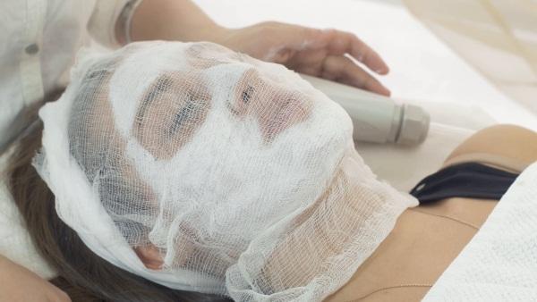Отеки на лице у женщин. Причины, фото, как избавиться, схема лечения